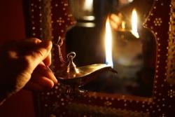 Aladdin csodalámpája meggyújtva
