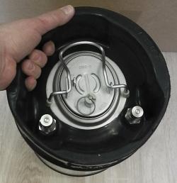9 literes KEG söröshordó betöltő nyílása