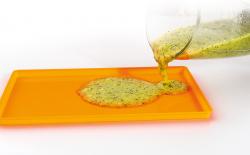 SiliDrop aszalógép tálca betét peremmel folyékony ételek, pürék, gyümölcslevek és joghurtok aszalásához, krékerek készítéséhez
